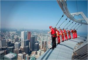 Edge-Walk-at-the-CN-Tower-706